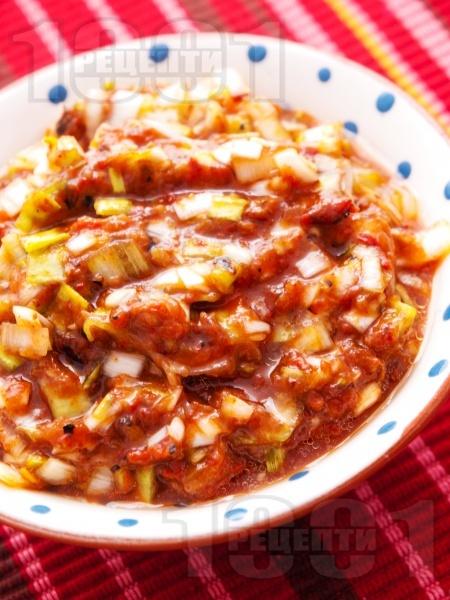 Зимна салата с доматено пюре и праз - снимка на рецептата